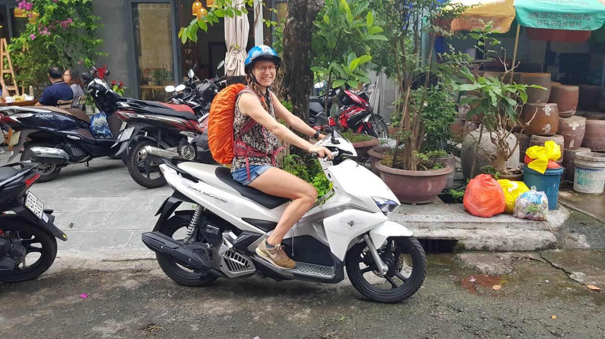 alquilar moto en vietnam