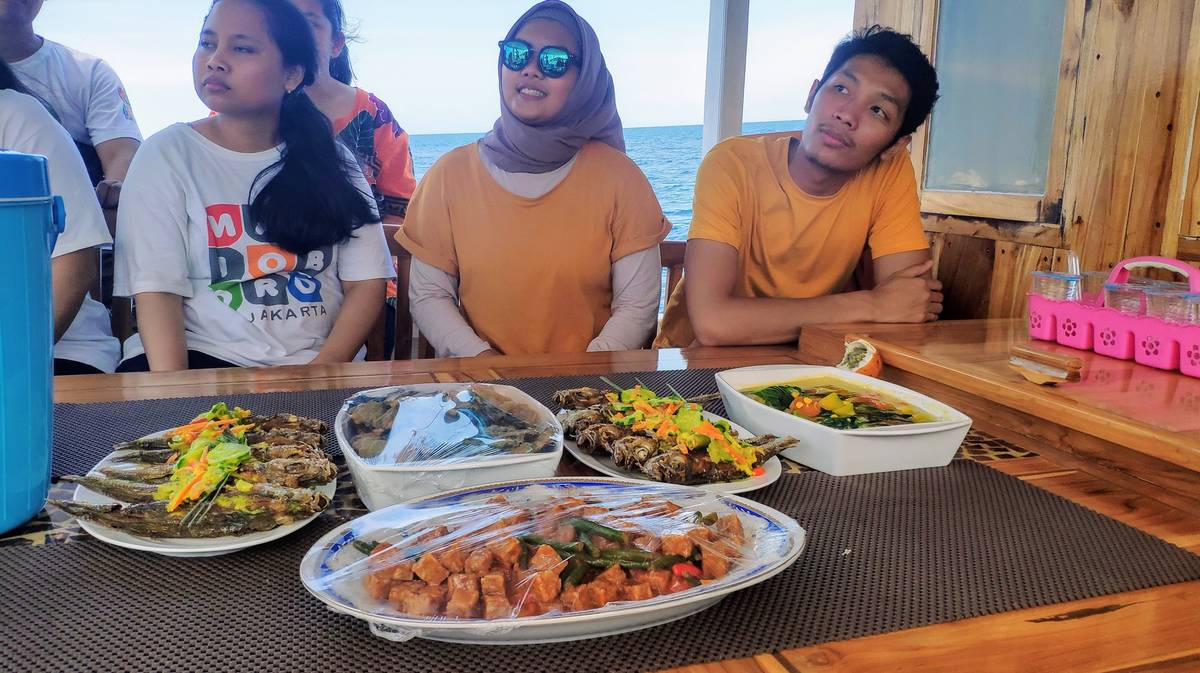 barco tour comida