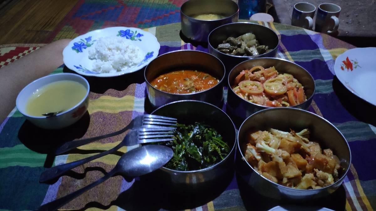 Cena típica birmana