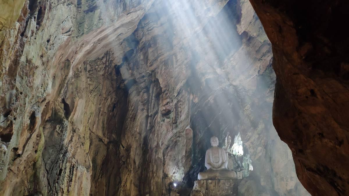 huyen khong cave marble mountains