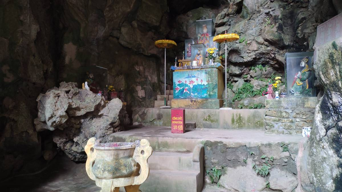 linh nham cave marble mountains