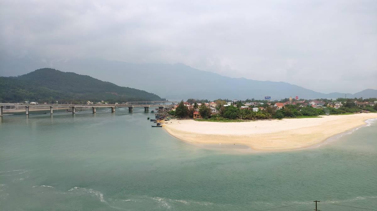 mirador lang co beach