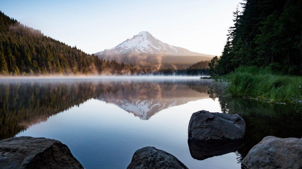 Monte Hood desde el Lago Trillium