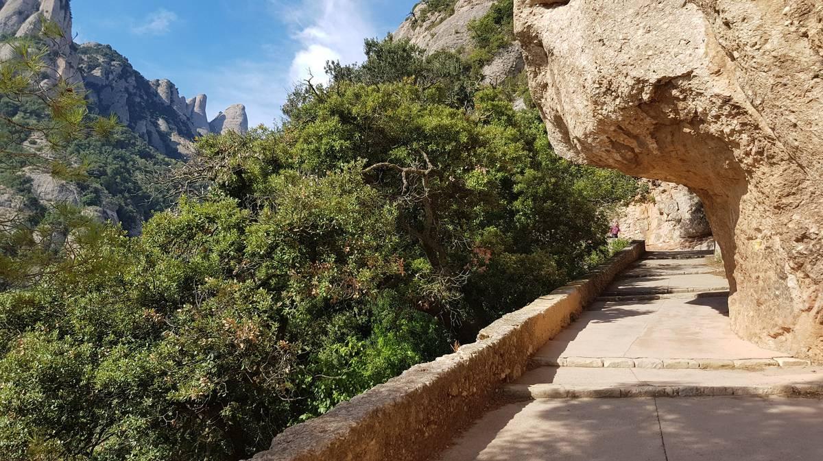 Escaleras a la llegada a Montserrat
