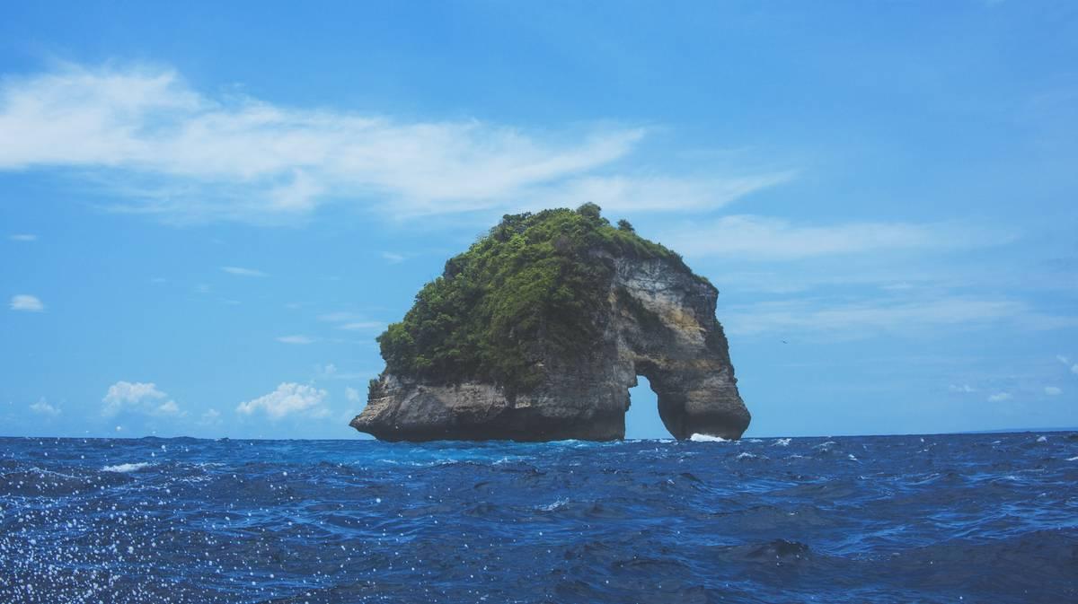 nusa penida banah cliffs