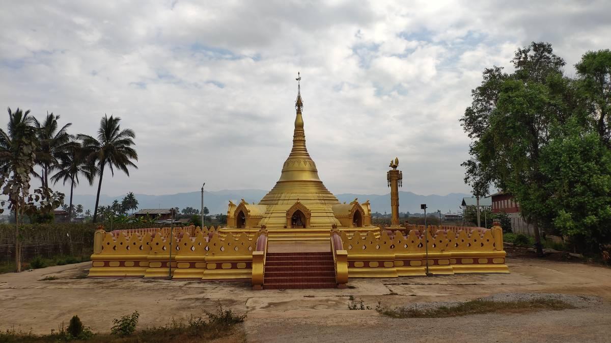 Pagoda a la llegada al Lago Inle