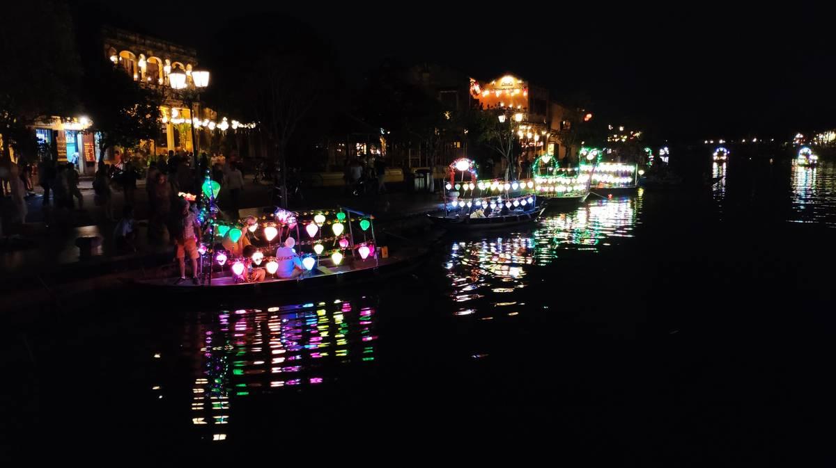 paseo barco rio hoi an
