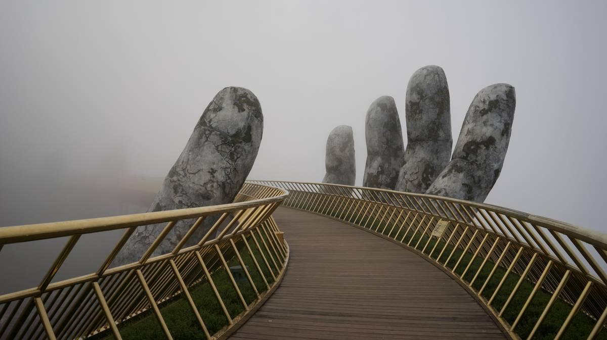 puente de las manos ba na hills da nang