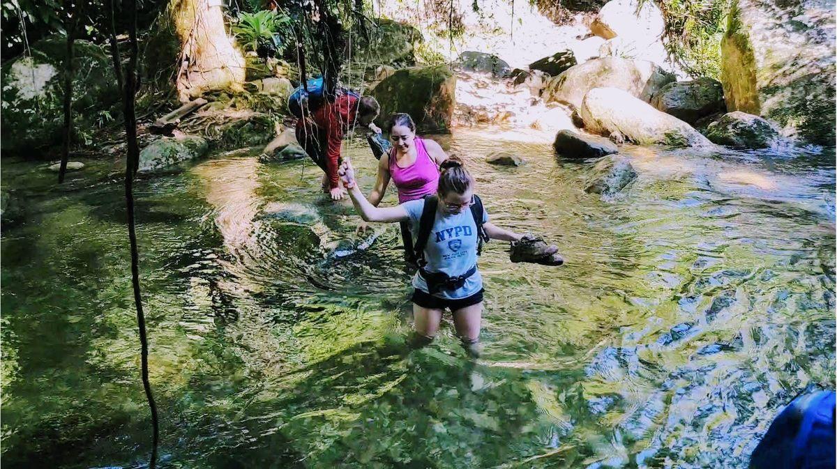 Crossing Buritaca river