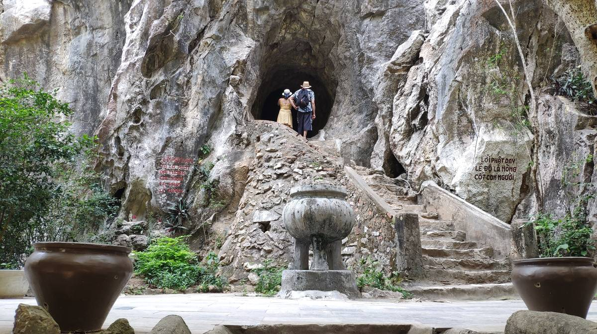 van thong cave marble mountains 1