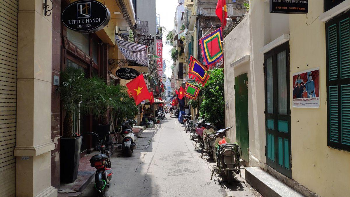Un callejón colorido del Old Quarter de Hanoi