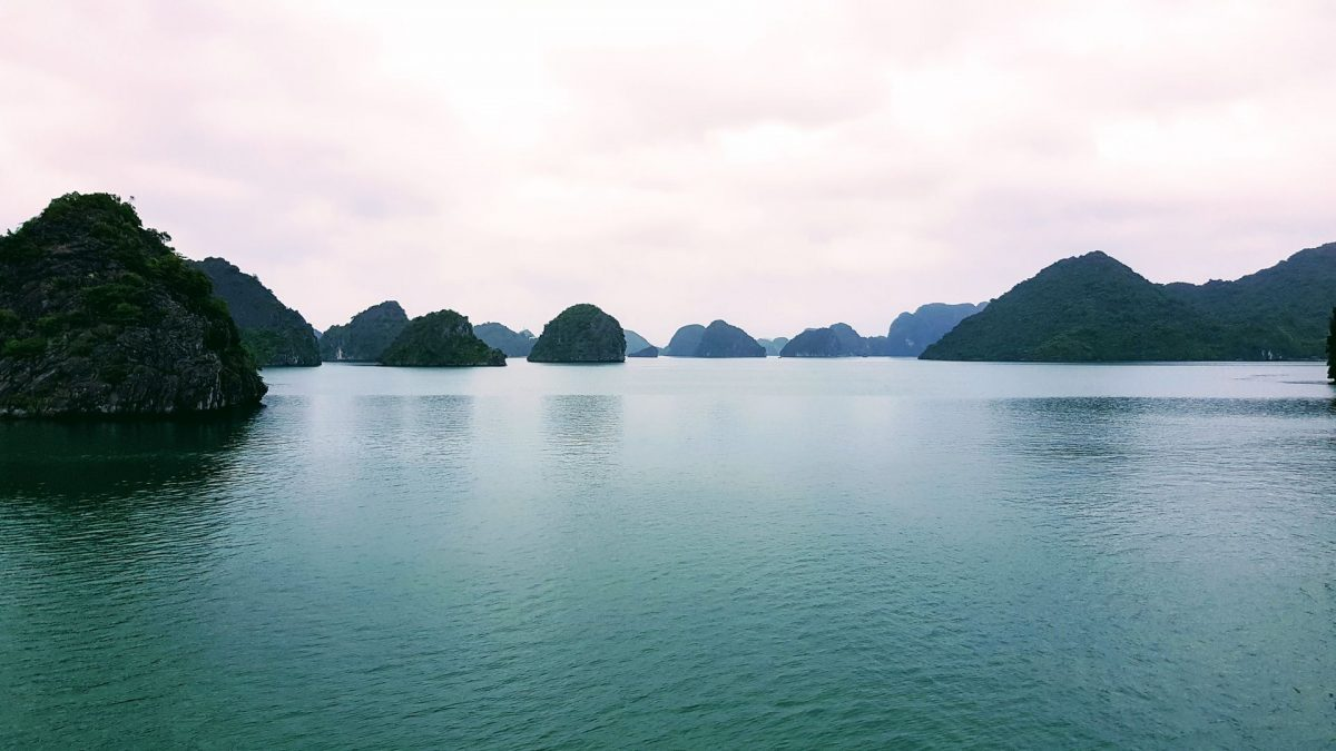 Vista islotes Ha Long Bay