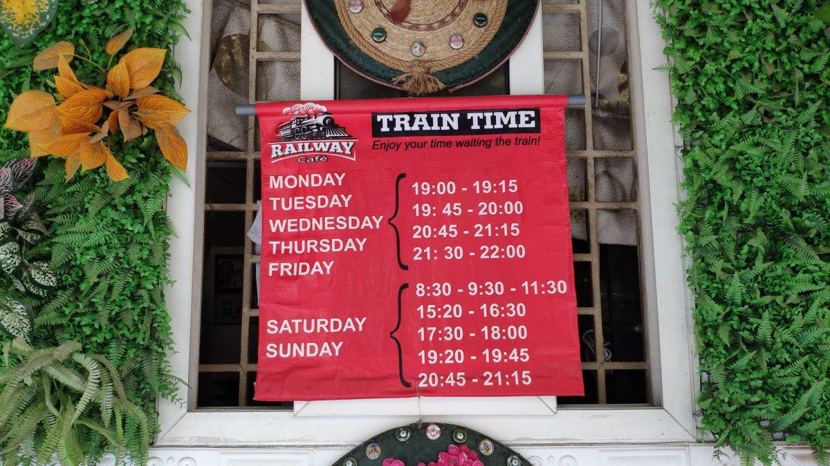 Horarios de los trenes que pasan por Hanoi Train Street