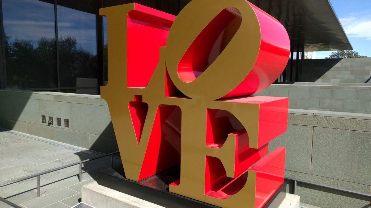 Símbolo de LOVE en el Museo de Arte McNay en San Antonio