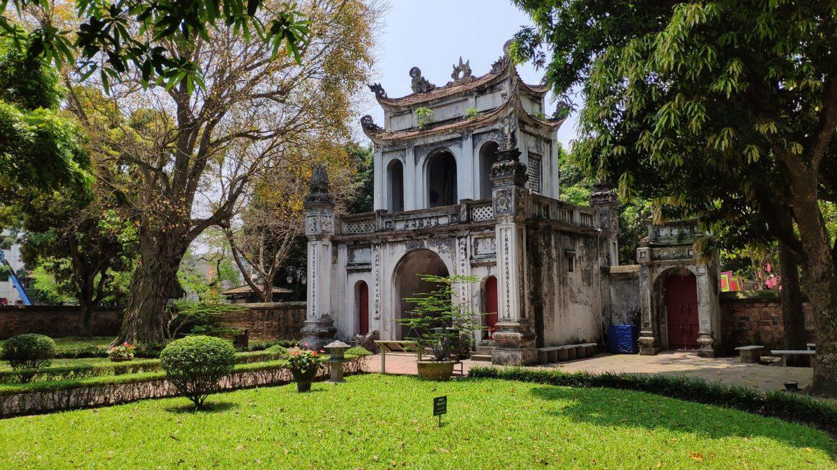 Pórtico Văn Miếu en la entrada al Templo de la Literatura