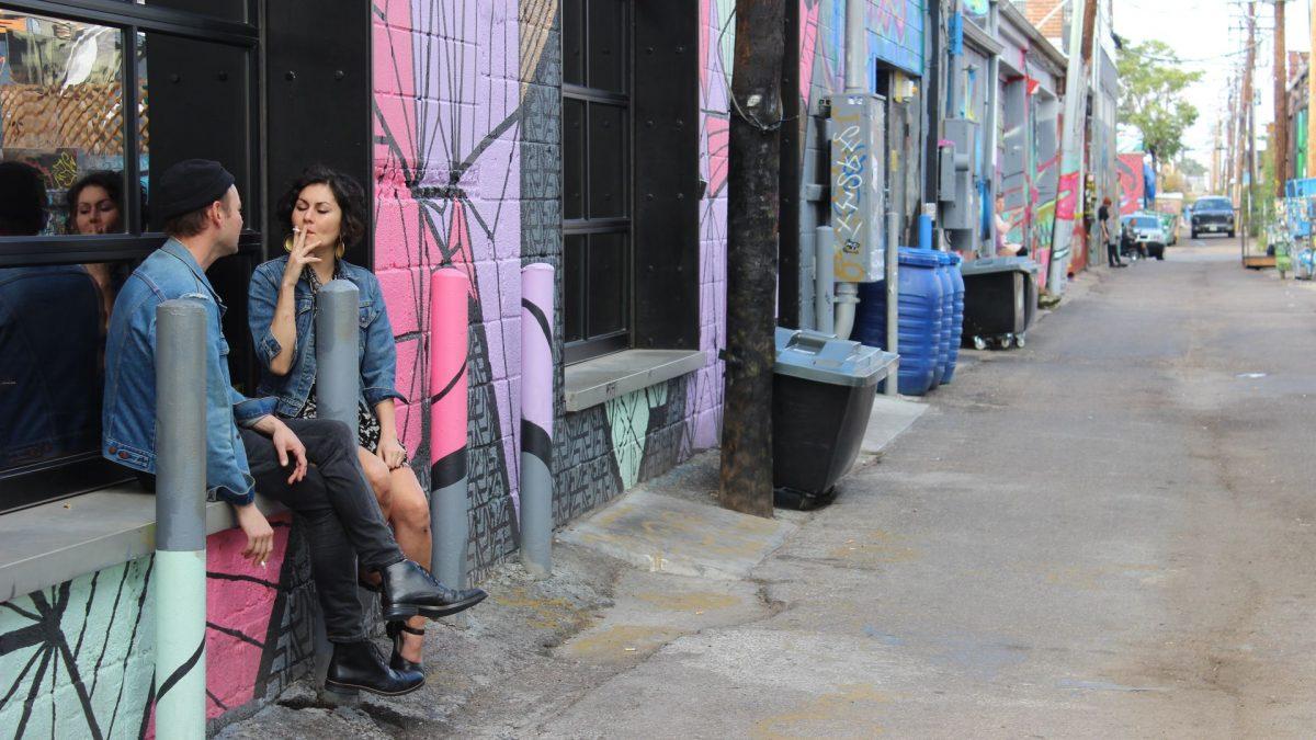 Callejón con graffitis en RiNo Art District