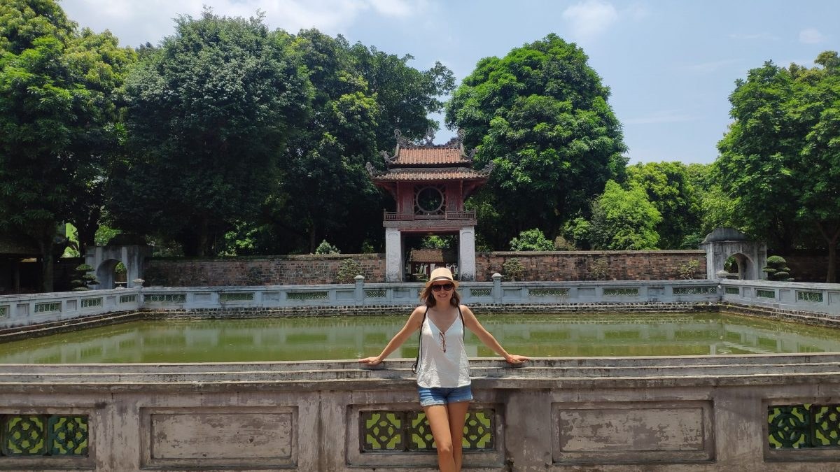 Estanque de Thien Quang Thin con el Pavellón Khue Van al fondo