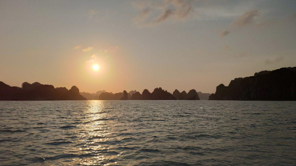 Puesta de sol en Lan Ha Bay