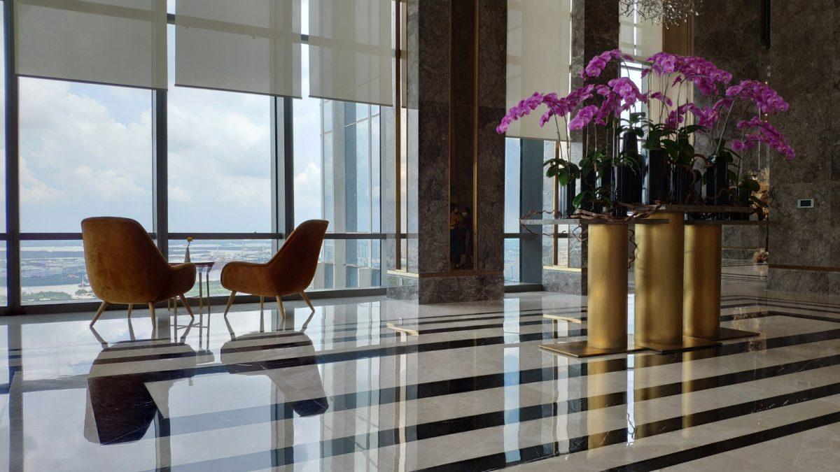 Recepción del hotel Vinpearl Luxury Landmark 81, en la planta 48