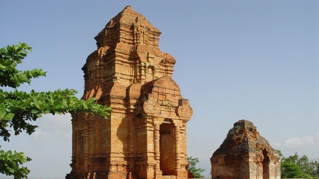 Torre Cham en el templo Phu Hai