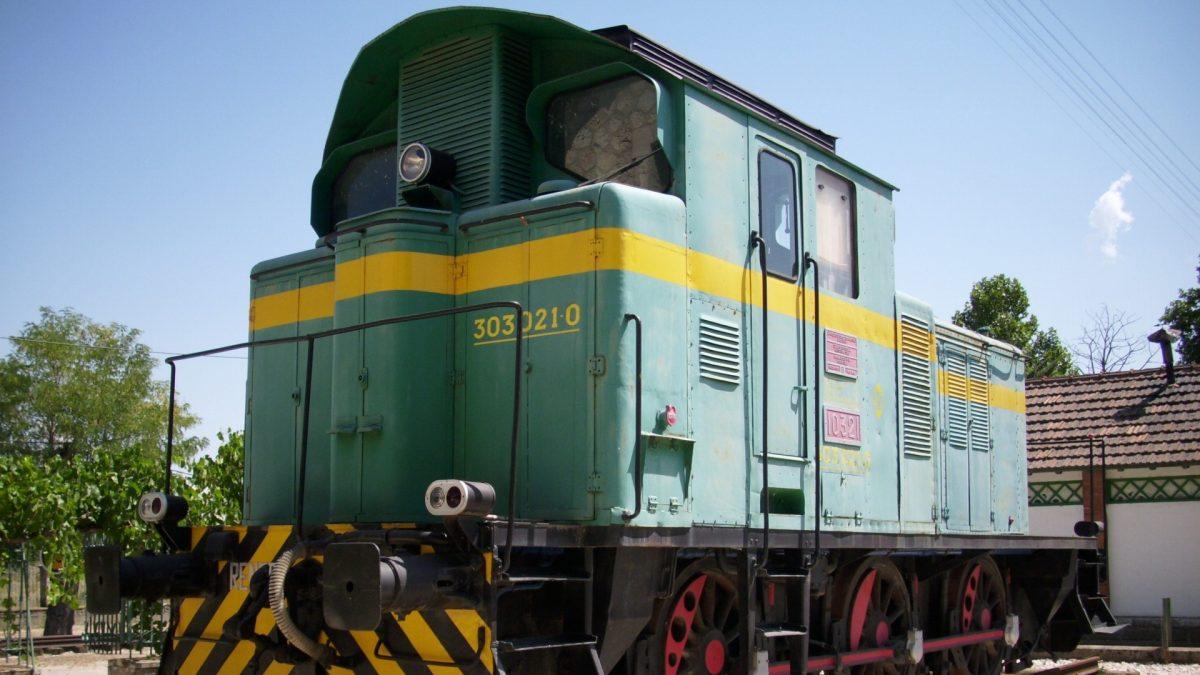 Locomotora serie 303 en el Museo del Tren de Aranda