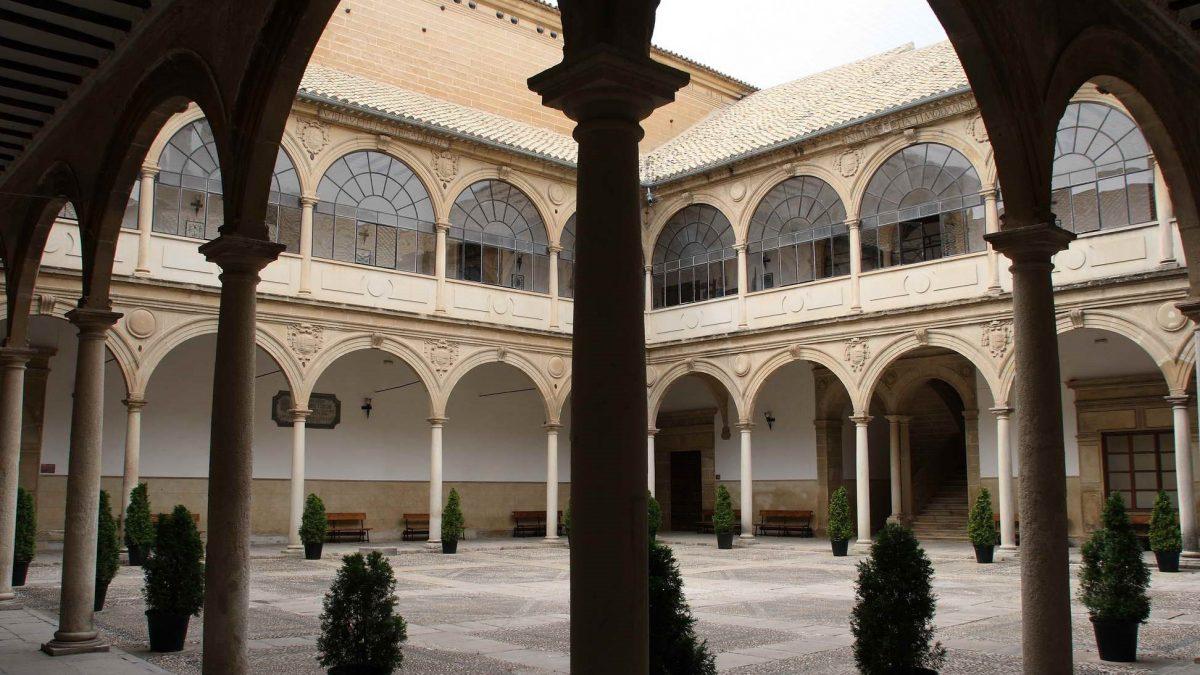 Patio interior de la Antigua Universidad de Baeza