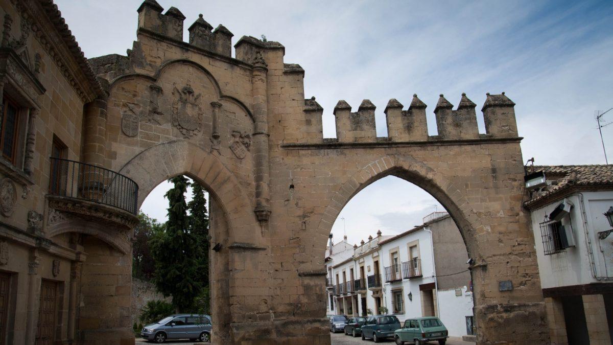 Arco de Villalar y Puerta de Jaén en la Plaza del Pópulo de Baeza