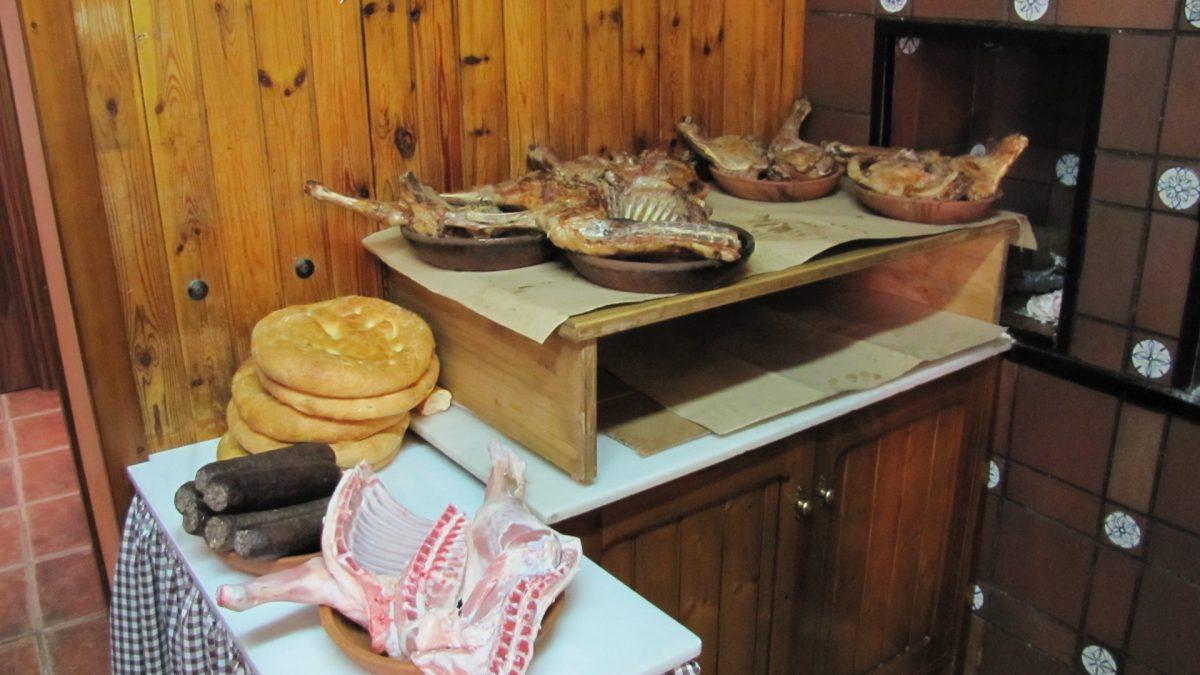Torta de Aranda, morcilla y lechazo.