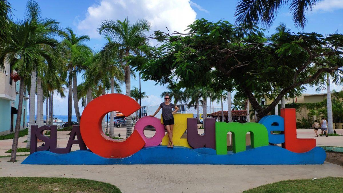 Letras de colores en la Isla Cozumel
