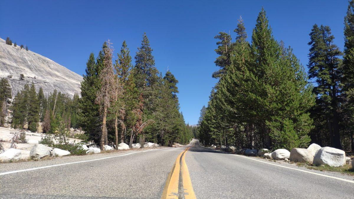 Carretera Tioga Pass en Yosemite National Park
