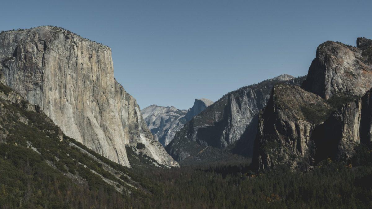 Vistas de El Capitán y Half Dome desde Tunnel View en Yosemite National Park