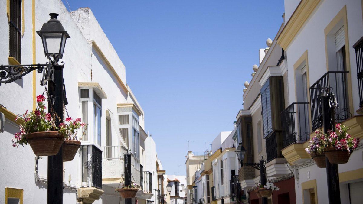 Calle en el casco histórico de Rota