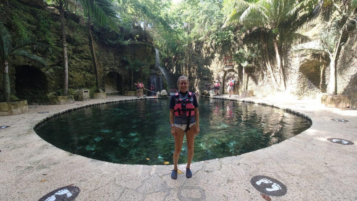 Cenote en el inicio del Río Azul en Xcaret