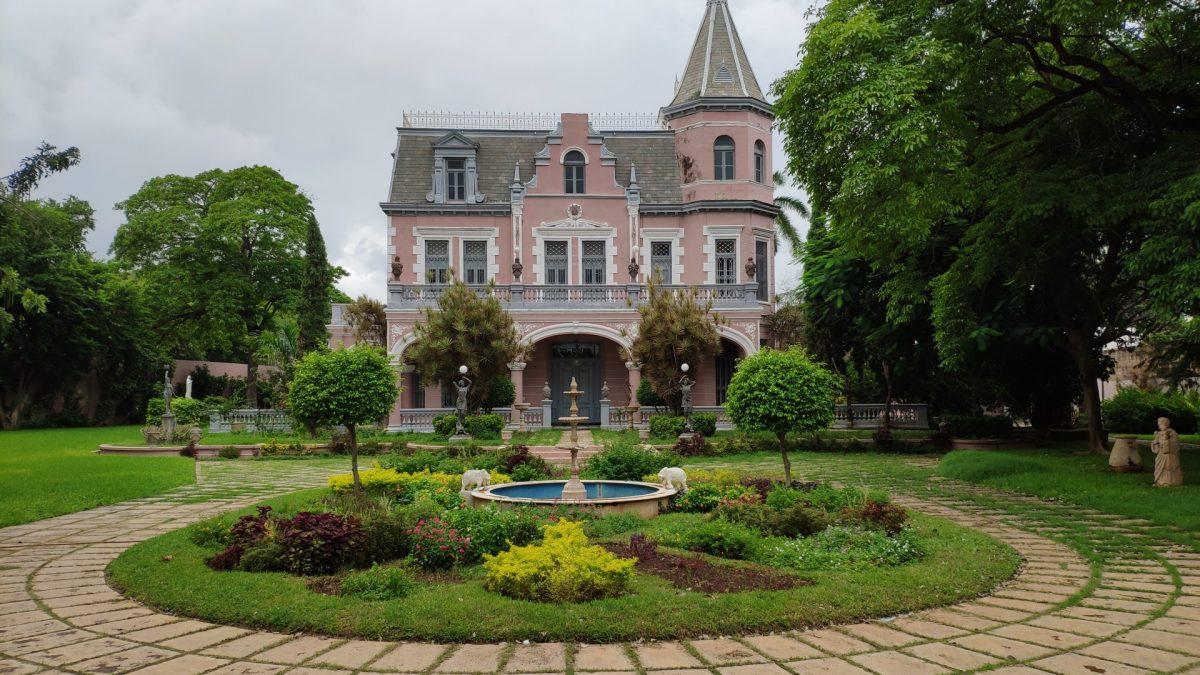 Jardín y casa El Pinar