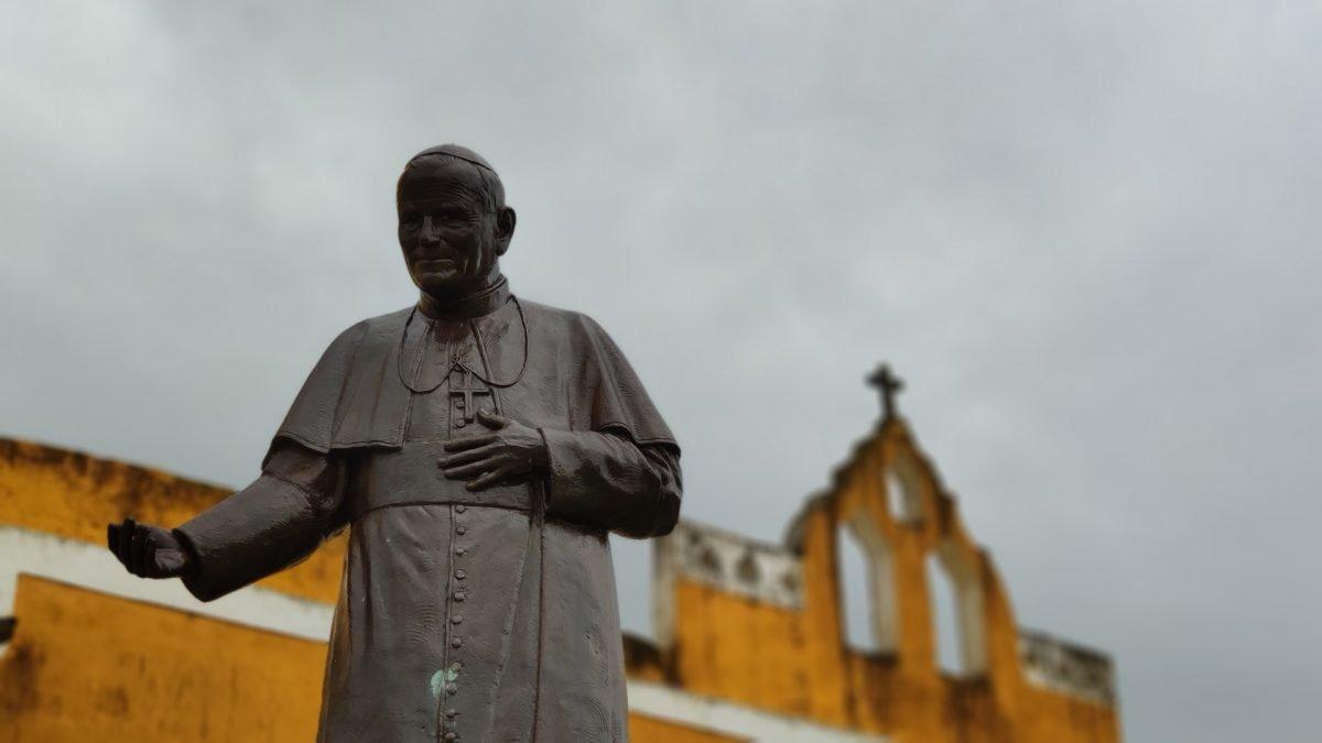 Estatua Juan Pablo II Izamal