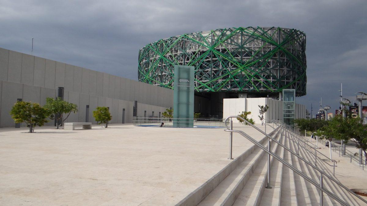 Exterior del Gran Museo del Mundo Maya en Mérida