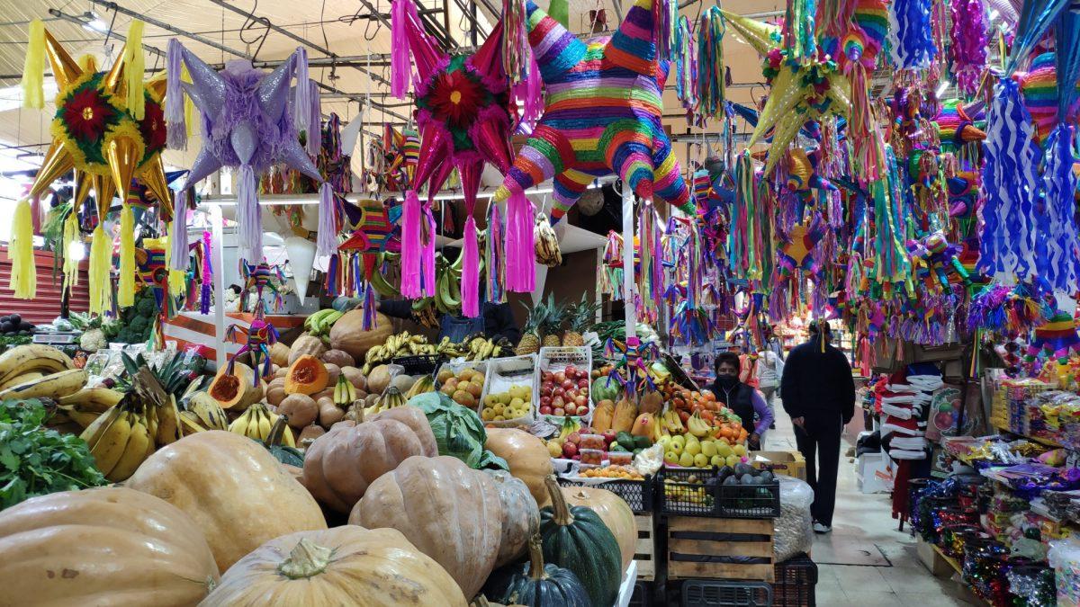Piñatas en el Mercado de Coyoacán