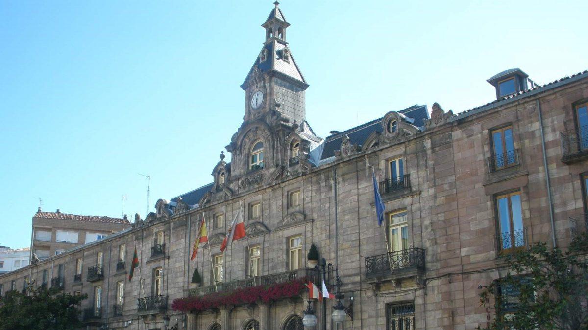 Fachada principal del Ayuntamiento de Torrelavega