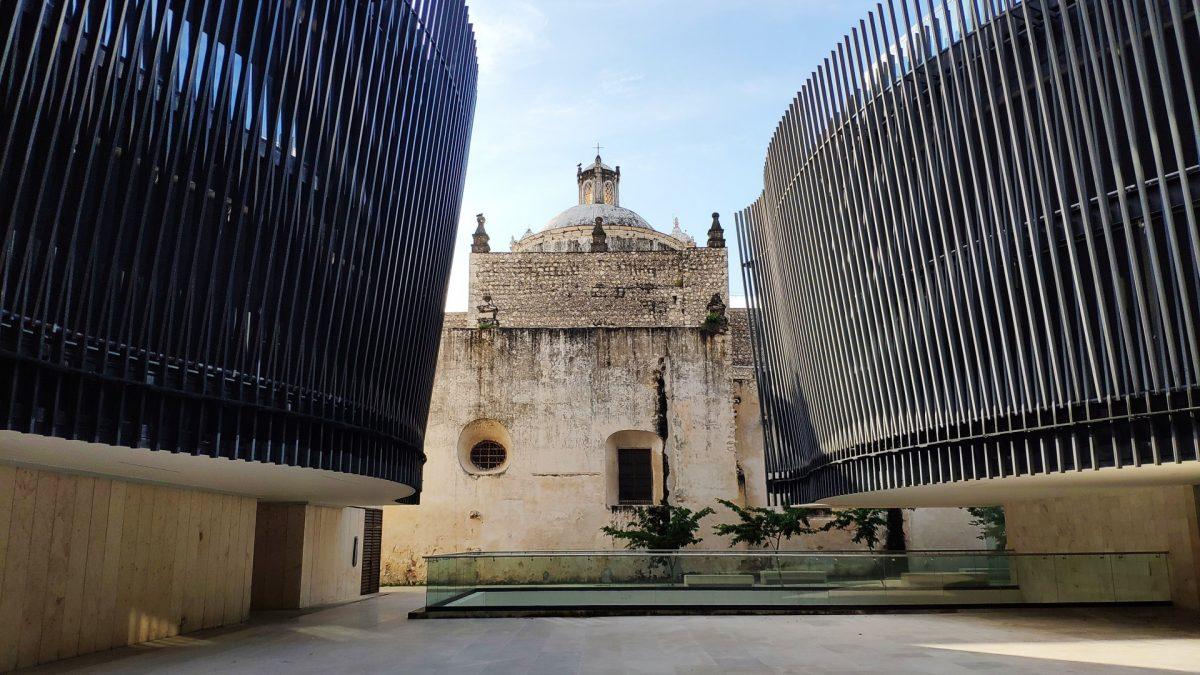 Iglesia del Tercer Orden desde el Palacio de la Música