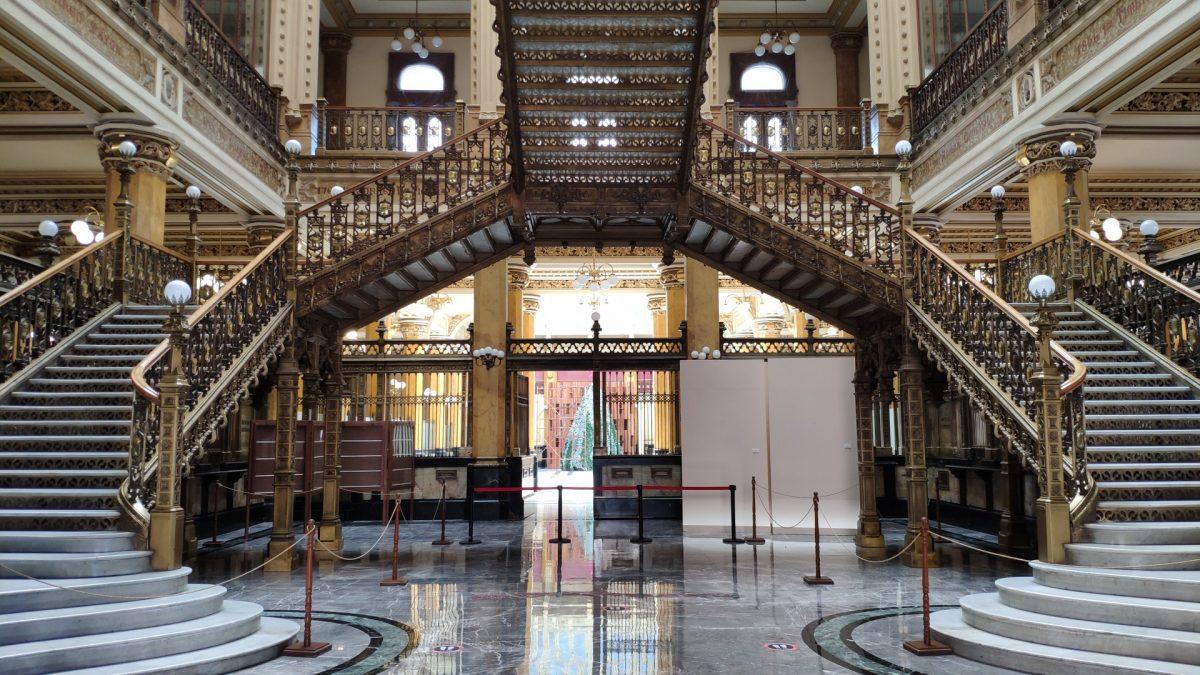 Escalinata interior del Palacio Postal