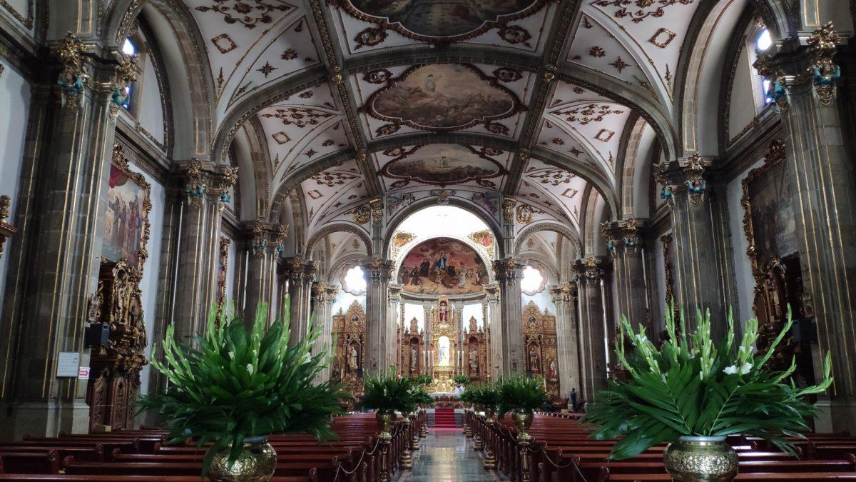 Interior de la Parroquia de San Juan Bautista en Coyoacán
