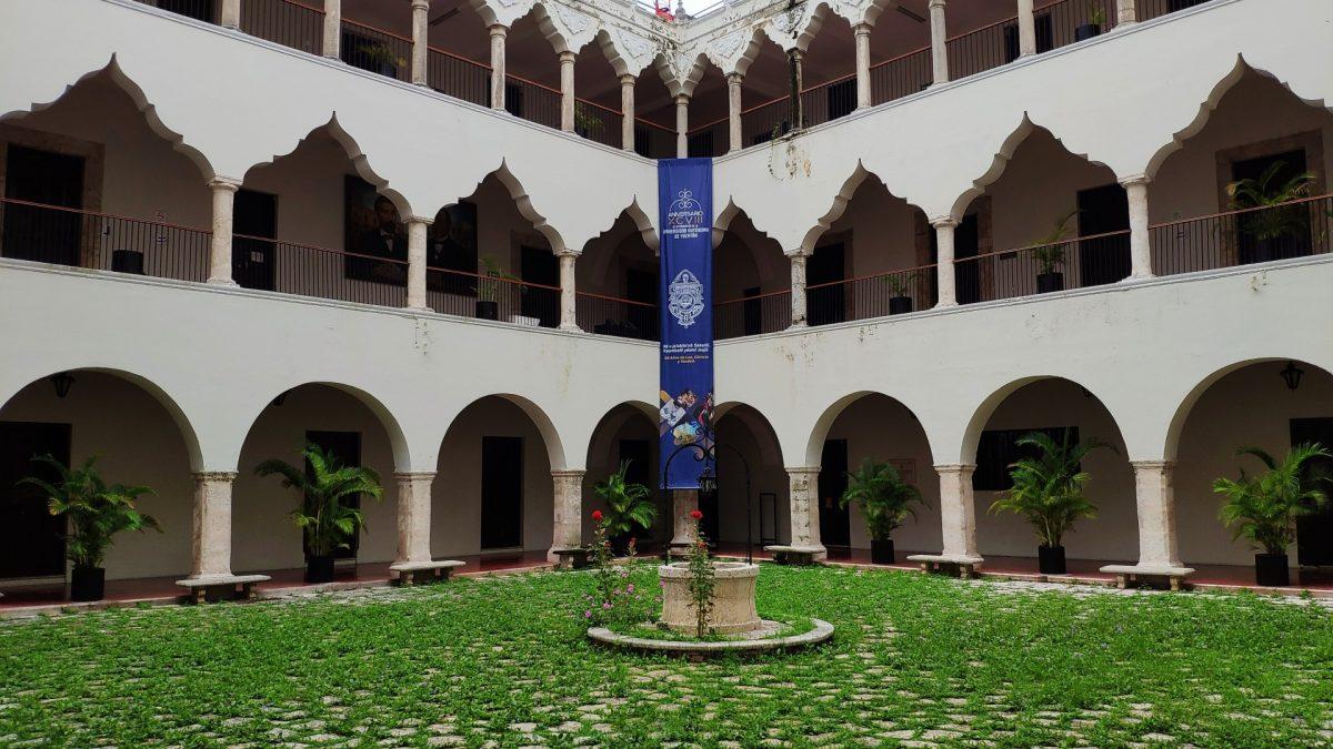 Patio interior de la Universidad Autónoma de Yucatán
