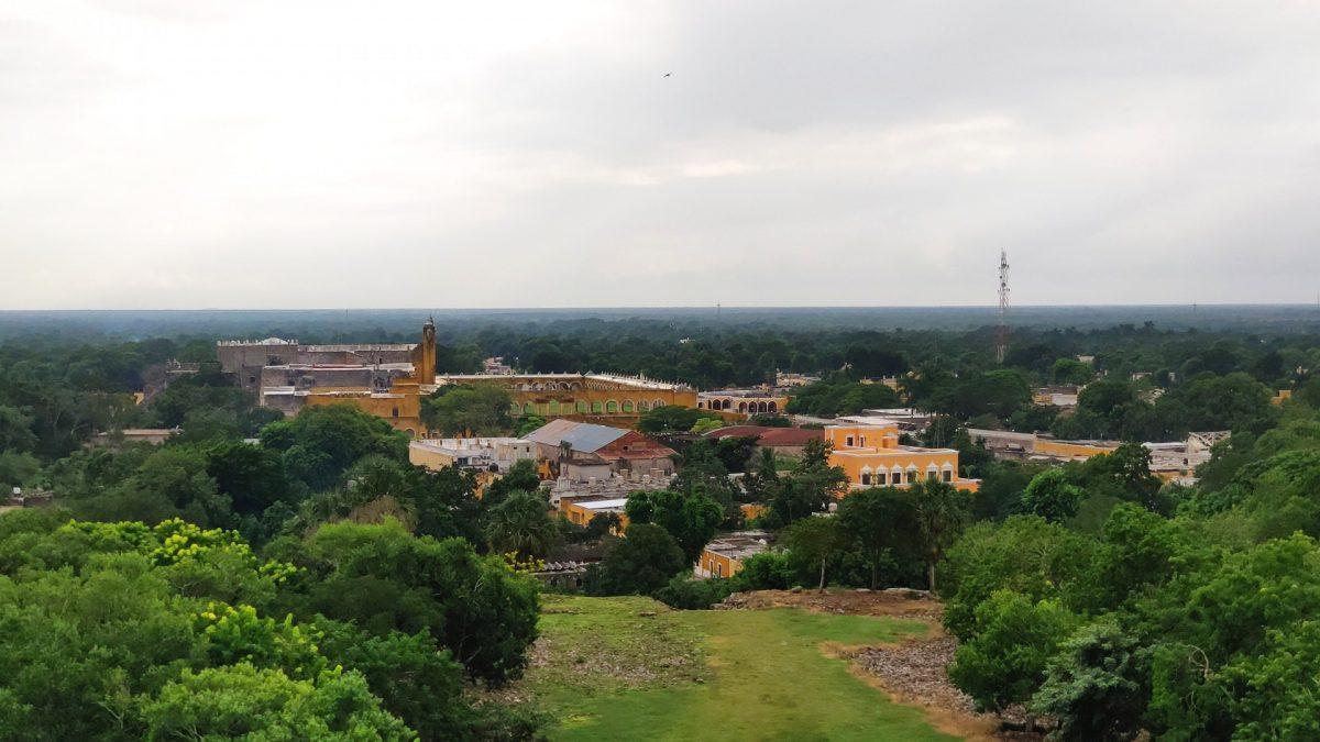 Vistas desde la Pirámide Kinich Kakmó