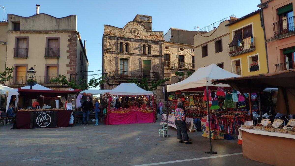 Mercado de Artesanías durante la Festa de la Farigola