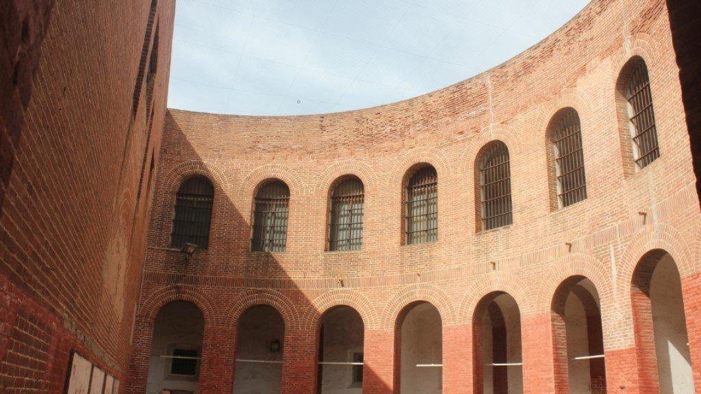 Interior del patio de la prisión