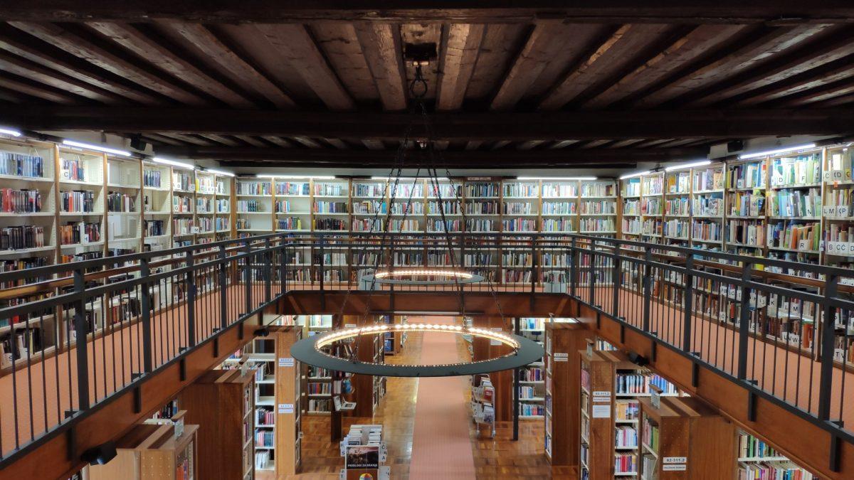 Interior de la Biblioteca Ivan Potrč