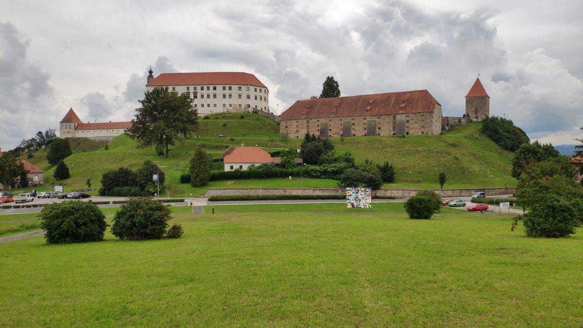 Vistas de la parte posterior de Castillo de Ptuj