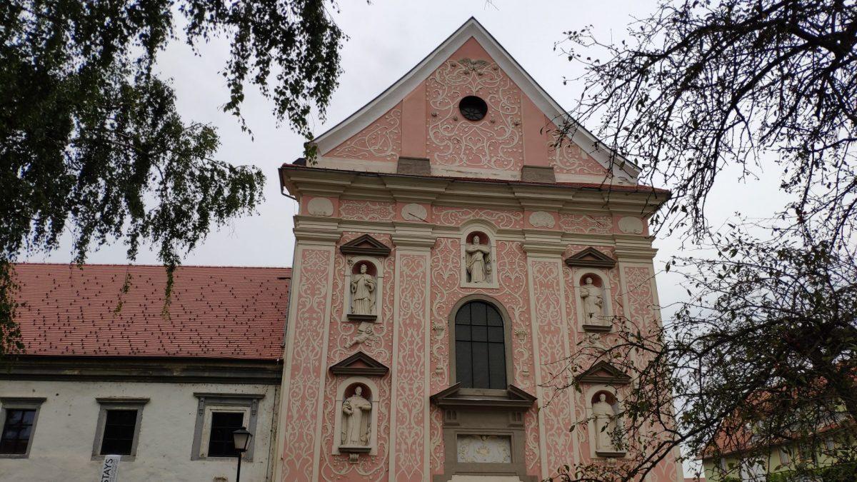 Fachada frontal del Monasterio Dominicano