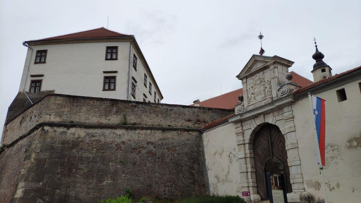 Acceso principal al Castillo de Ptuj
