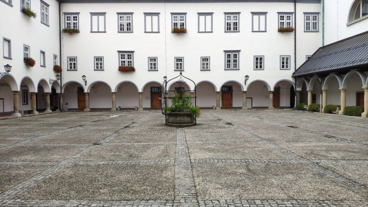 Patio interior del Monasterio Minorita